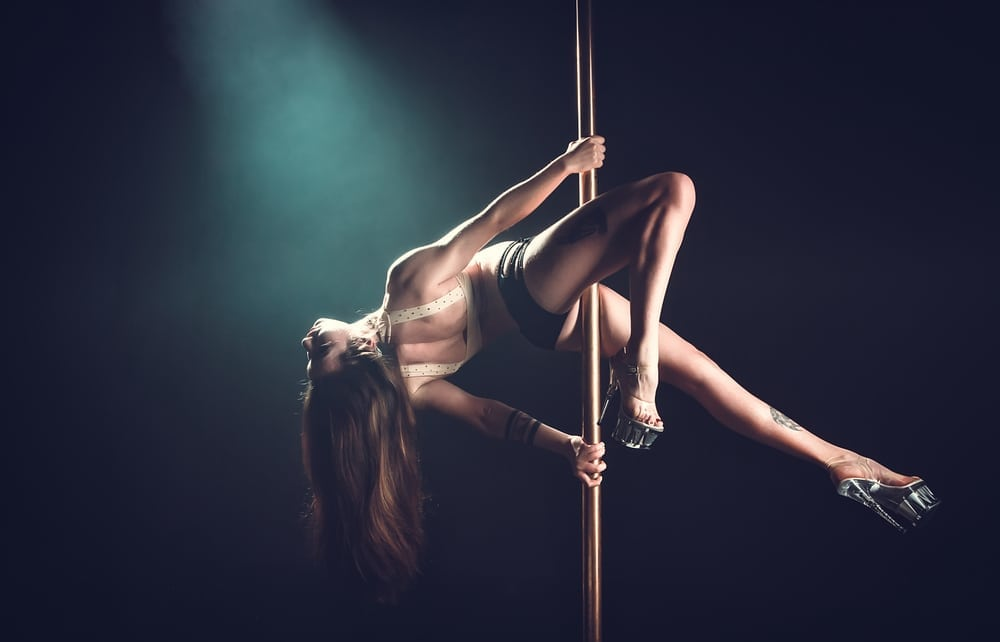 pole dancer in pole dancing classes
